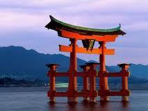 templo japonés sobre el agua
