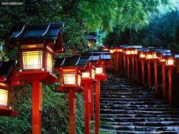 escaleras que conducen a un templo de Japón