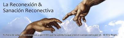 manos tocándose con frase del Dr. Eric Pear, creador de la Reconexión y Sanación reconectiva